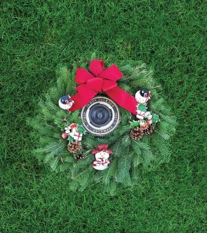 Rosebud garden evergreen wreath infant graves